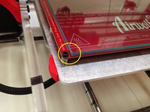 Distance on sides of glass on 3D printer heated bed