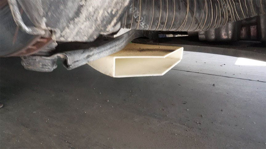 3D printed air ducts located under the front right control arm.