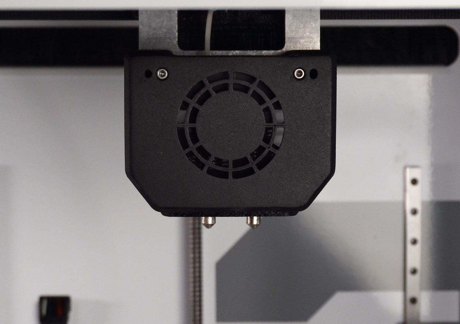 The dual hot end setup found on the EVO, EVO 22, and EVO R line of 3D printer
